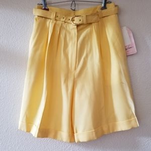 Jaclyn Smith Yellow Shorts Size 8
